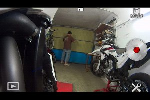Actioncam HDR-AS15 an Honda NC700X, Rahmenmontage seitlich