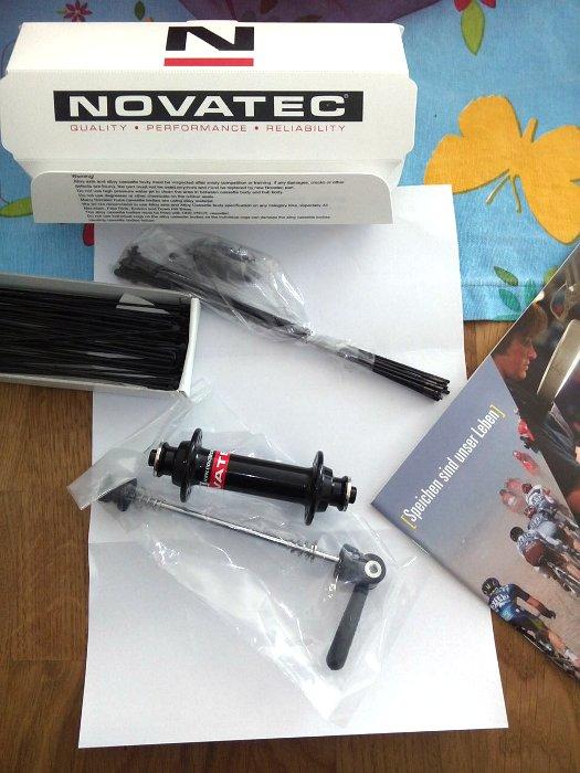 Novatec Vorderradnabe und Sapim Laser Speichen