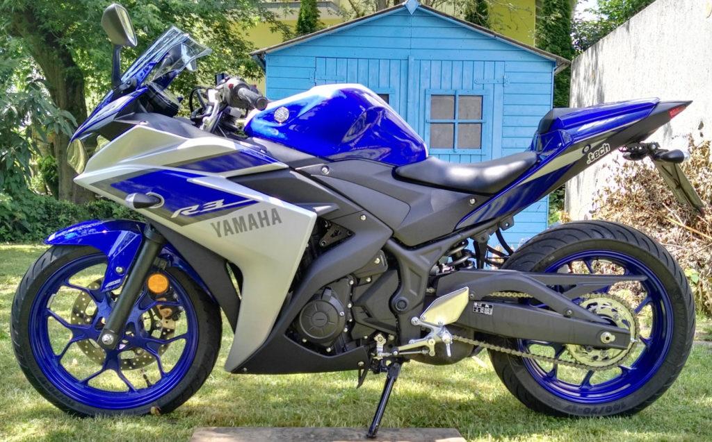 Yamaha YZF-R3 race blue