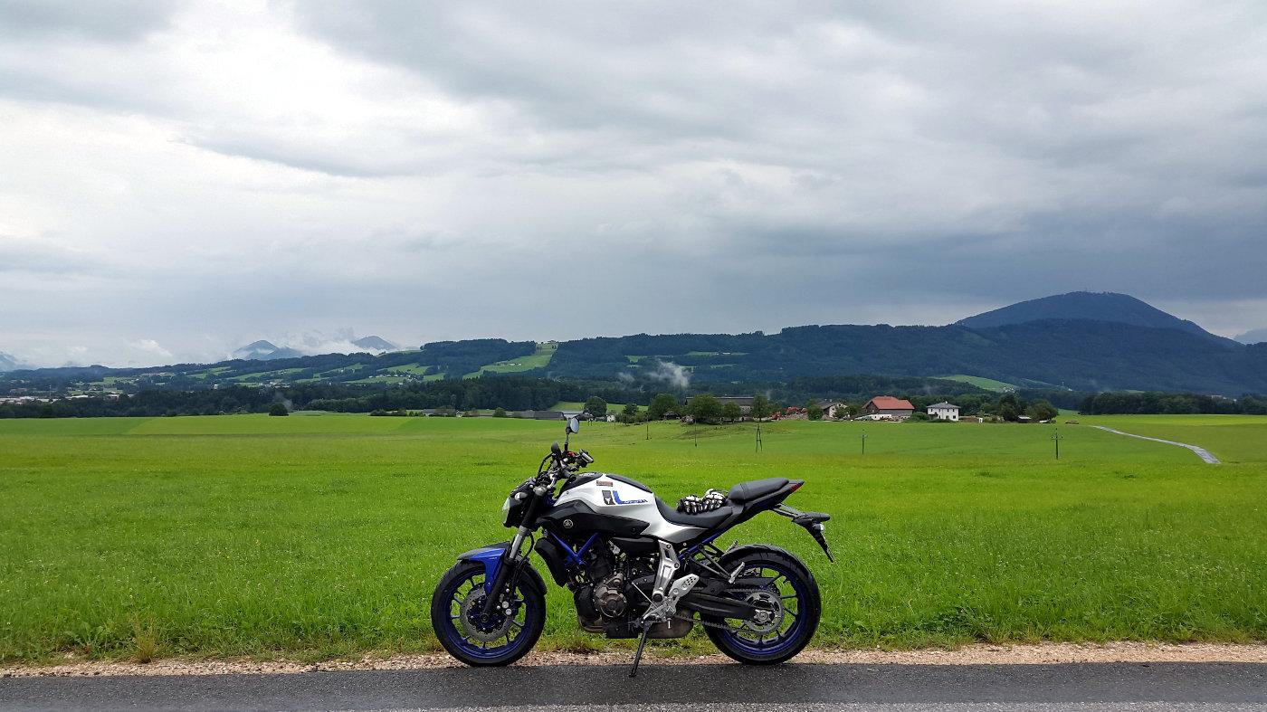 Yamaha MT-07 race blue